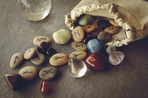 mon-avenir-voyance-ch-outils-divinatoires-runes